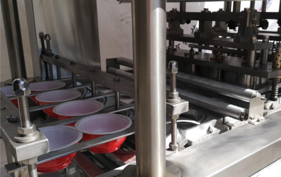 四碗机红色盒子灌装封口机